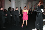 waitress, ' Show Off' Theo Fennell exhibition co-hosted wit Vanity Fair. Royal Academy. Burlington Gdns. London. 27 September 2007. -DO NOT ARCHIVE-© Copyright Photograph by Dafydd Jones. 248 Clapham Rd. London SW9 0PZ. Tel 0207 820 0771. www.dafjones.com.