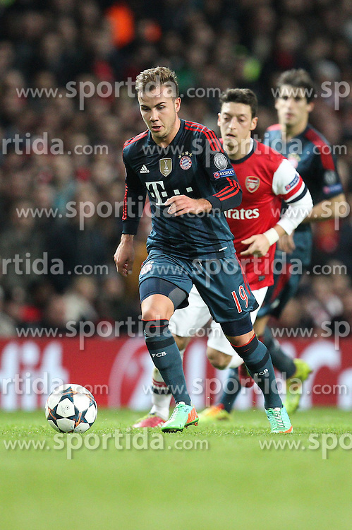 19.02.2014, Emirates Stadion, London, ENG, UEFA CL, FC Arsenal vs FC Bayern Muenchen, Achtelfinale, im Bild l-r: Mario GOETZE #19 (FC Bayern Muenchen), Mesut Oezil #11 (FC Arsenal London) // during the UEFA Champions League Round of 16 match between FC Arsenal and FC Bayern Munich at the Emirates Stadion in London, Great Britain on 2014/02/19. EXPA Pictures © 2014, PhotoCredit: EXPA/ Eibner-Pressefoto/ Kolbert<br /> <br /> *****ATTENTION - OUT of GER*****