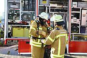 Mannheim. 12.06.17 | Freiwillige Feuerwehr übt <br /> Neckarau. Freiwillige Feuerwehr übt Rettungseinsatz in verwinkelten Gebäuden. Dazu hat das Lager Prime Selfstorage das Gebäude zur Verfügung gestellt. Übung der Freiwilligen Feierwehr <br /> <br /> <br /> BILD- ID 1072 |<br /> Bild: Markus Prosswitz 12JUN17 / masterpress (Bild ist honorarpflichtig - No Model Release!)