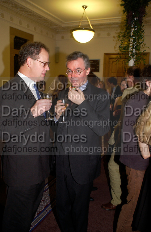 Edward Fitzgerald and Daniel Johnson, 'Feast Food that celebrates Life' by Nigella Lawson- book launch. Cadogan Hall, Sloane Terace. 11 October 2004. ONE TIME USE ONLY - DO NOT ARCHIVE  © Copyright Photograph by Dafydd Jones 66 Stockwell Park Rd. London SW9 0DA Tel 020 7733 0108 www.dafjones.com
