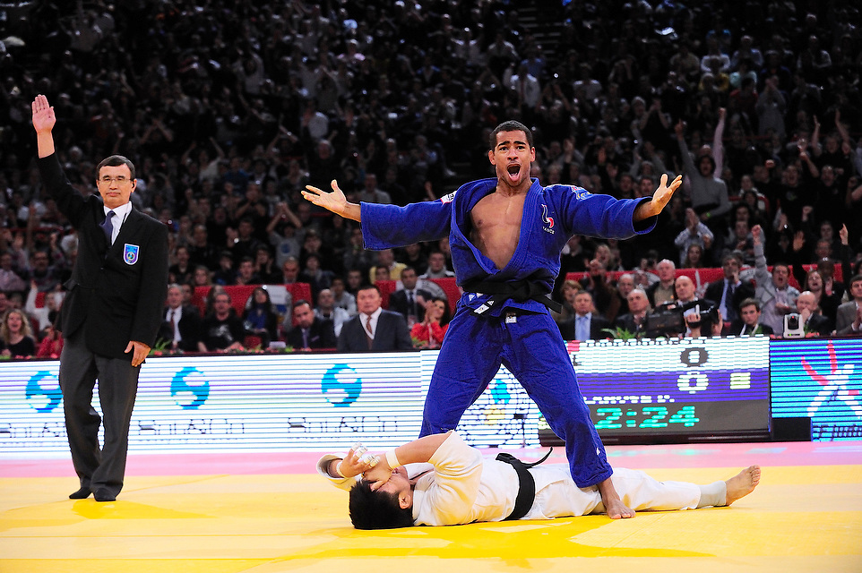 David Larose (FRA) face à Tumukhuleg Davaadorj (MGL) lors du tournoi de Paris de judo 2013, le 09 Février 2013 au POPB.