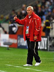 Football - soccer: FIFA World Cup South Africa 2010, Italy (ITA) - Paraguay (PRY), L' ALLENATORE MARCELLO LIPPI CON IL POLLICE ALTO
