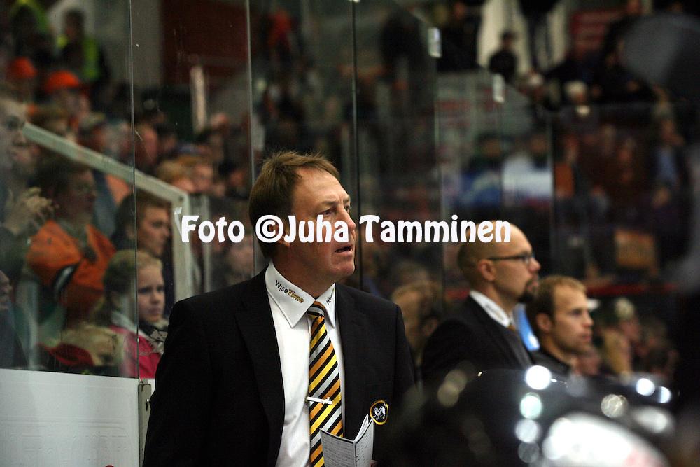 6.10.2012, Ritari Areena, H?meenlinna..J??kiekon SM-liiga 2012-13. HPK - K?rp?t..Valmentaja Hannu Aravirta - K?rp?t