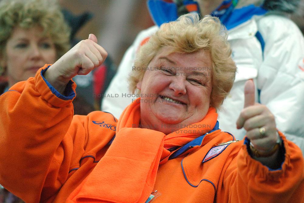 11-02-2006 SCHAATSEN: OLYMPISCHE WINTERSPELEN: 3000 METER DAMES: TORINO<br /> Erica Terpstra<br /> &copy;2006-WWW.FOTOHOOGENDOORN.NL