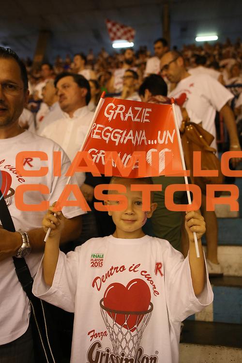 DESCRIZIONE : Reggio Emilia Lega A 2014-15 Grissin Bon Reggio Emilia Banco di Sardegna Sassari finale play off gara 7<br /> GIOCATORE : tifosi Grissin Bon Reggio Emilia<br /> CATEGORIA : tifosi curiosita<br /> SQUADRA : Grissin Bon Reggio Emilia<br /> EVENTO : Campionato Lega A 2014-2015<br /> GARA : Grissin Bon Reggio Emilia Banco di Sardegna Sassari<br /> DATA : 26/06/2015<br /> SPORT : Pallacanestro <br /> AUTORE : Agenzia Ciamillo-Castoria/E.Rossi<br /> Galleria : Lega Basket A 2014-2015 <br /> Fotonotizia : Reggio Emilia Lega A 2014-15 Grissin Bon Reggio Emilia Banco di Sardegna Sassari finale play off gara 7