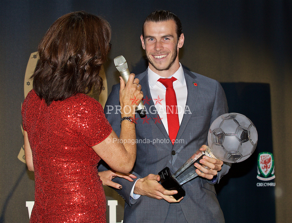 CARDIFF, WALES - Tuesday, November 8, 2016: Wales' Gareth Bale is interviewed by Francis Donovan after winning the Player of the Year Award during the FAW Awards Dinner at the Vale Resort. (Pic by David Rawcliffe/Propaganda)