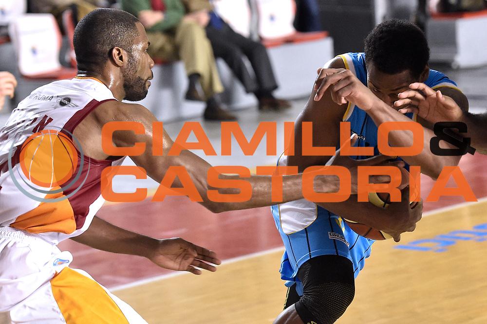 DESCRIZIONE : Roma Lega A 2014-15 Acea Roma vs Vanoli Basket Cremona<br /> GIOCATORE : Bell James<br /> CATEGORIA : Palleggio con penetrazione<br /> SQUADRA : Vagoli Basket Cremona<br /> EVENTO : Campionato Lega A 2014-2015 GARA : Acea Roma vs Vanoli Basket Cremona<br /> DATA : 07/12/2014 <br /> SPORT : Pallacanestro <br /> AUTORE : Agenzia Ciamillo-Castoria/GiulioCiamillo <br /> Galleria : Lega Basket A 2014-2015 <br /> Fotonotizia : Acea Roma Lega A 2014-15 Acea Roma vs Vanoli Basket Cremona<br /> Predefinita :