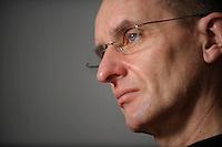 18 FEB 2008, BERLIN/GERMANY:<br /> Achim Meerkamp, Mitglied im Bundesvorstand der Dienstleistungsgewerkschaft ver.de für Tarifpolitik Oeffentliche Dienste und Verhandlungsführer bei den Tarifverhandlungen, waehrend einem Interview, in seinem Buero, ver.di Bundesvorstand<br /> IMAGE: 20080218-01-012