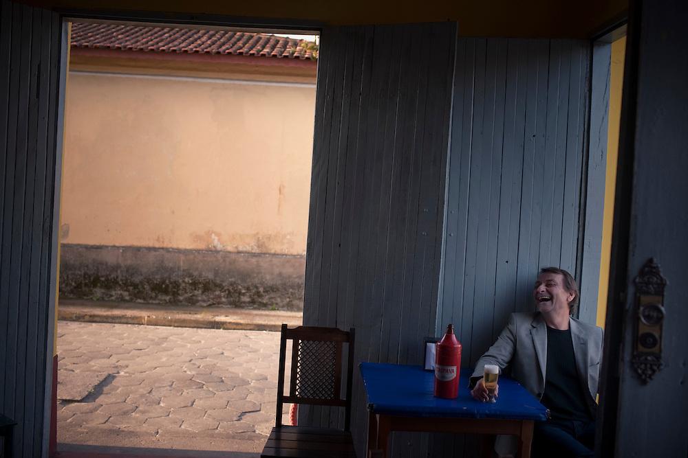 Cananeia, SP, Brazil, 31/08/2011, 17h09:  Cesare Battisti, an Italian revolutionary exiled in Brazil, shows his life in Cananeia, an island located in Brazil's sothwest.   (photo: Caio Guatelli)