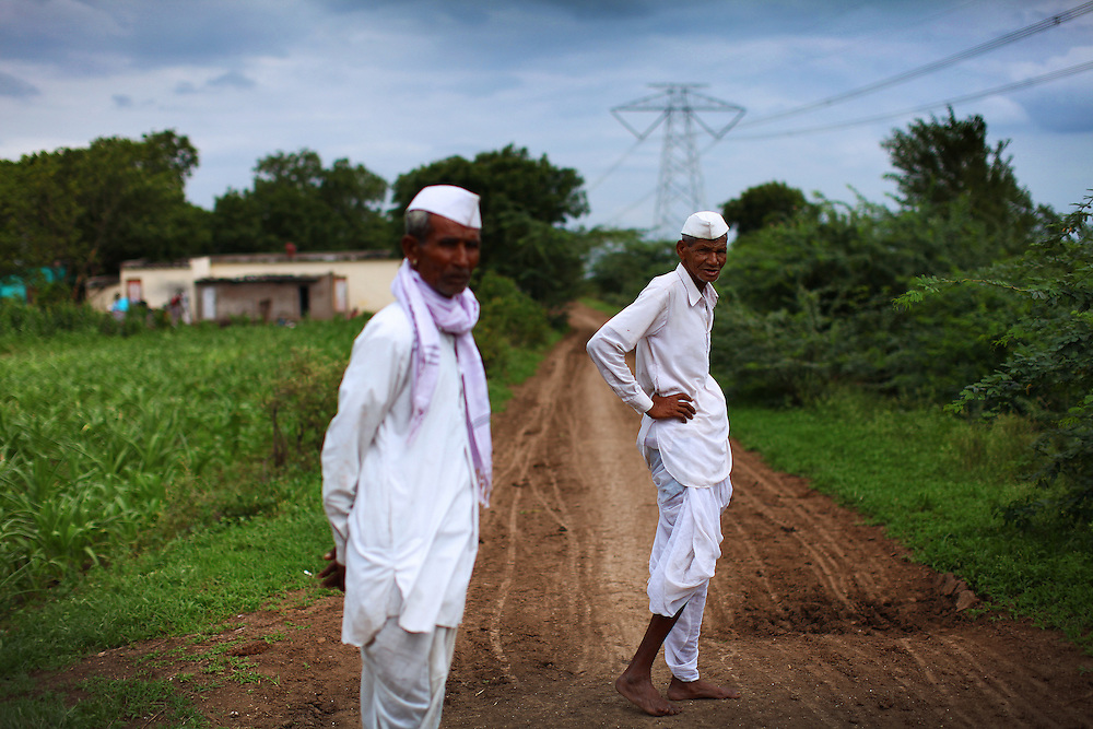 Maharashtra farmers in traditional clothing.
