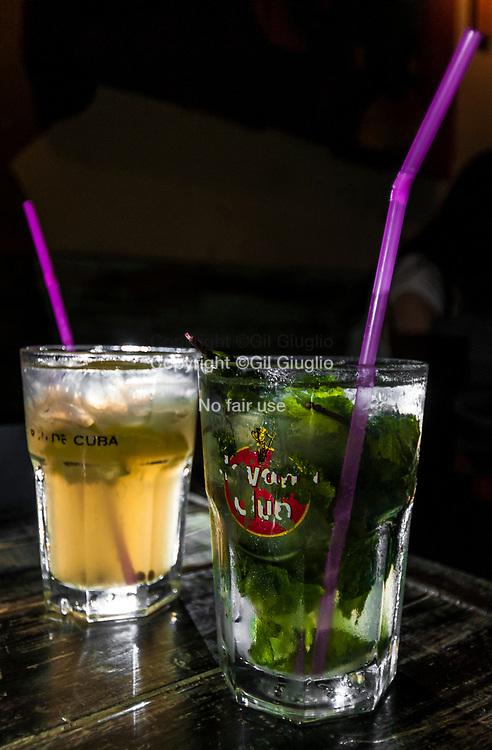 Cuba, La Havane, quartier Habana Vieja, Mojitos dans bar tendance El Chanchullero // Cuba, Havana, Habana Vieja quarter , mojitos in trendy bar El Chanchullero