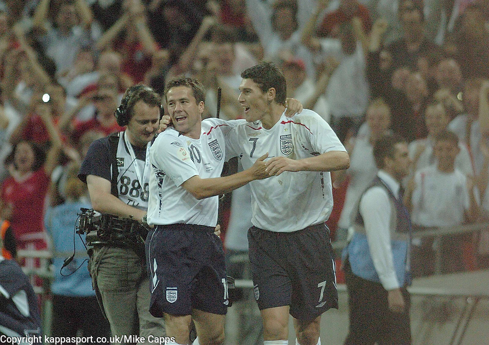 MICHAEL OWEN Fires in Englands 1st Goal against Russia, and runs to celebrate,  England-Russia, UEFA Euro 2008 Qualifier, Wembley 12/9/07