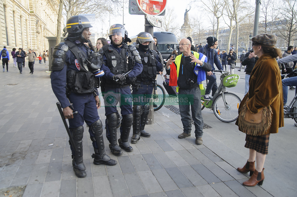 March 23, 2019 - Paris, Ile-de-France (region, France - The official cortege of the demonstration starting from Denfert Rochereau ended at Sacre Coeur before dispersing. Some incidents took place in the 10th arrondissement and around the Place de la Republique. (Credit Image: © Nicolas Landemard/Le Pictorium Agency via ZUMA Press)