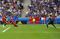 Antoine Griezmann of France fires wide  - Mandatory by-line: Joe Meredith/JMP - 10/07/2016 - FOOTBALL - Stade de France - Saint-Denis, France - Portugal v France - UEFA European Championship Final