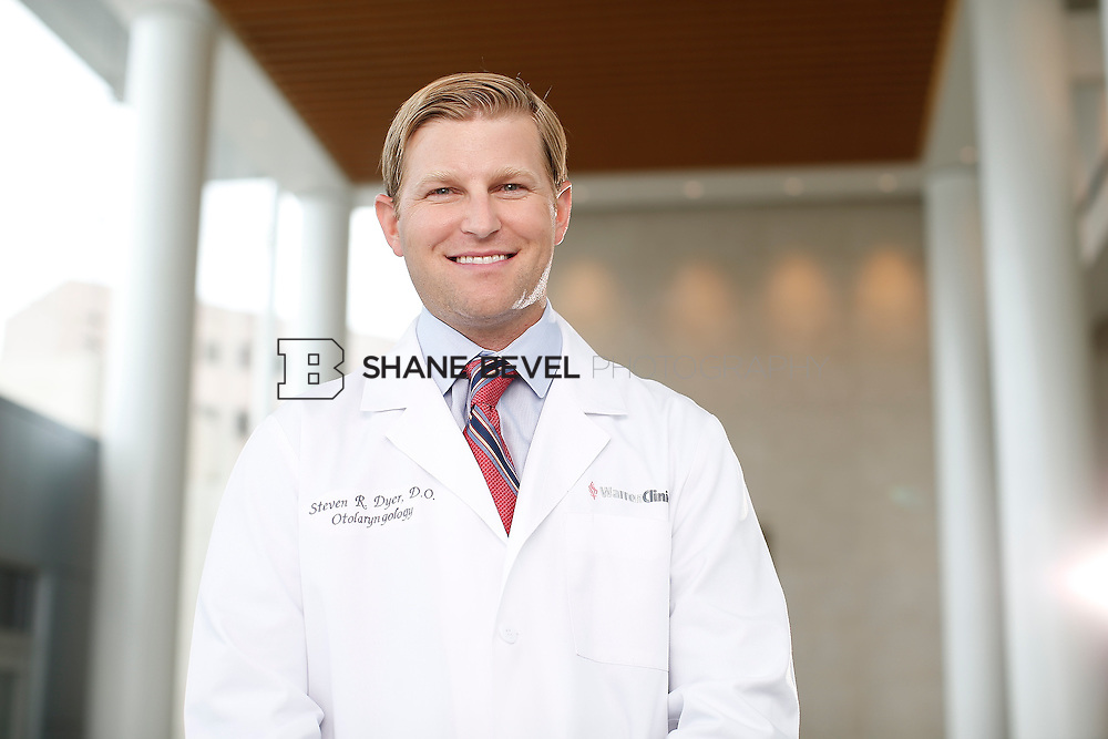 7/22/15 3:29:40 PM -- Dr. Steven Dyer poses for a portrait. <br /> <br /> Photo by Shane Bevel
