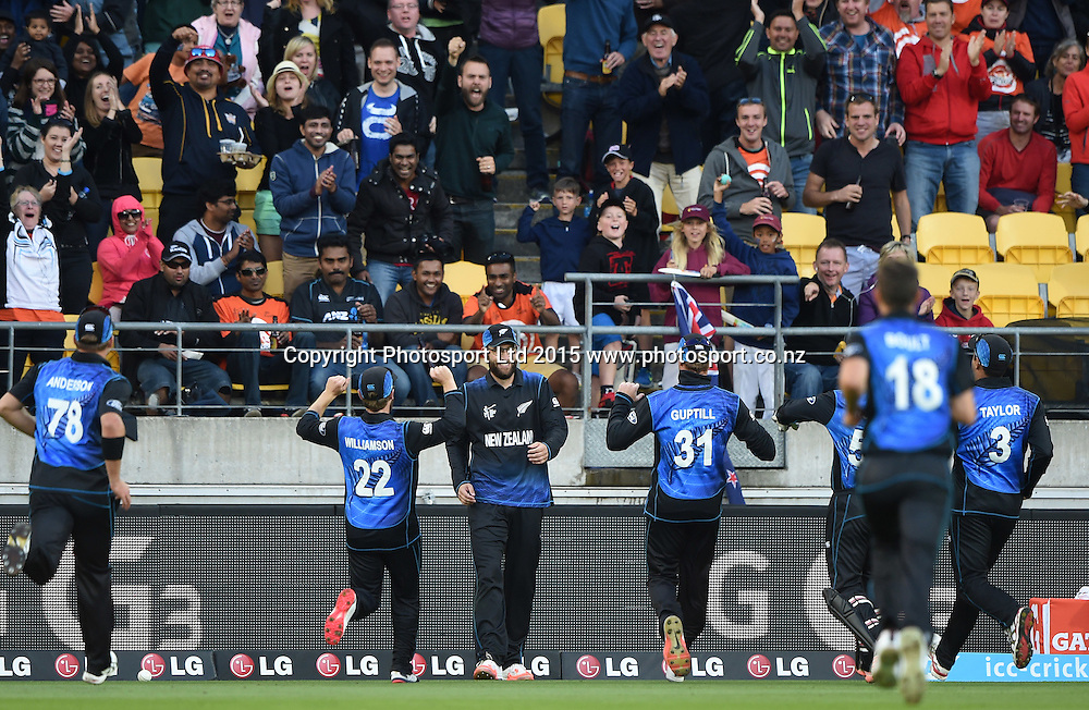 Daniel Vettori celebrates with team mates after taking a one handed catch to dismiss Samuels during the ICC Cricket World Cup quarter final match between New Zealand Black Caps and the West Indies, Wellington, New Zealand. Saturday 21March 2015. Copyright Photo: Andrew Cornaga / www.Photosport.co.nz