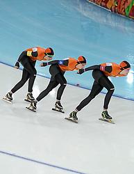 21-02-2014 SCHAATSEN: OLYMPIC GAMES: SOTSJI<br /> Kwartfinale team pursuit Nederland tegen USA / Ireen Wust, Lotte van Beek en Jorien ter Mors<br /> ©2014-FotoHoogendoorn.nl