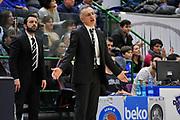 DESCRIZIONE : Beko Legabasket Serie A 2015- 2016 Dinamo Banco di Sardegna Sassari - Obiettivo Lavoro Virtus Bologna<br /> GIOCATORE : Giorgio Valli<br /> CATEGORIA : Ritratto Allenatore Coach Mani<br /> SQUADRA : Obiettivo Lavoro Virtus Bologna<br /> EVENTO : Beko Legabasket Serie A 2015-2016<br /> GARA : Dinamo Banco di Sardegna Sassari - Obiettivo Lavoro Virtus Bologna<br /> DATA : 06/03/2016<br /> SPORT : Pallacanestro <br /> AUTORE : Agenzia Ciamillo-Castoria/C.Atzori