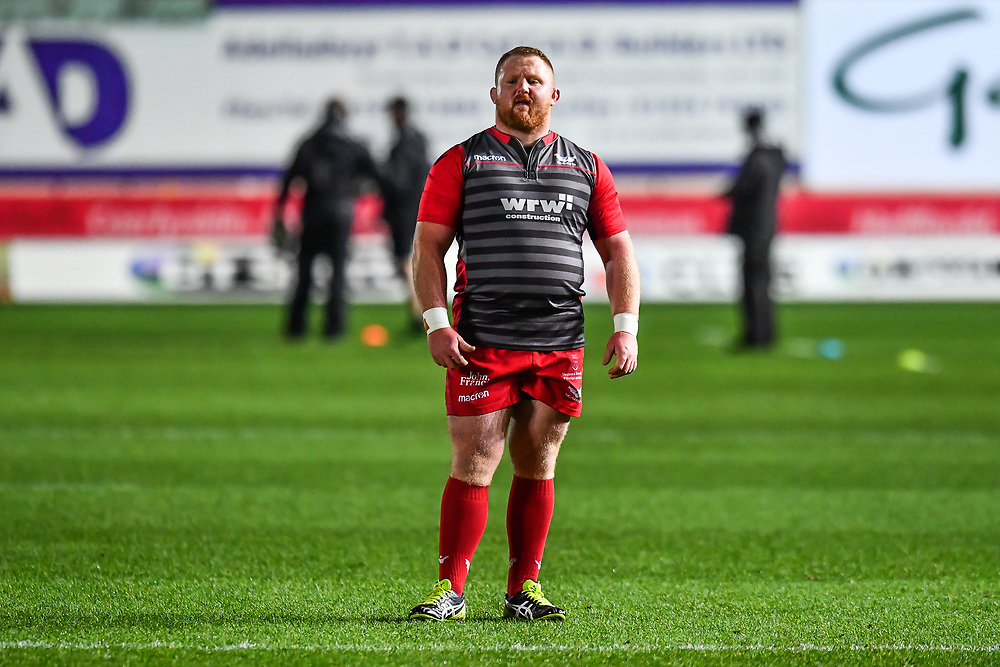 Scarlets' Samson Lee during the pre match warm up<br /> <br /> Photographer Craig Thomas/Replay Images<br /> <br /> Guinness PRO14 Round 13 - Scarlets v Dragons - Friday 5th January 2018 - Parc Y Scarlets - Llanelli<br /> <br /> World Copyright © Replay Images . All rights reserved. info@replayimages.co.uk - http://replayimages.co.uk