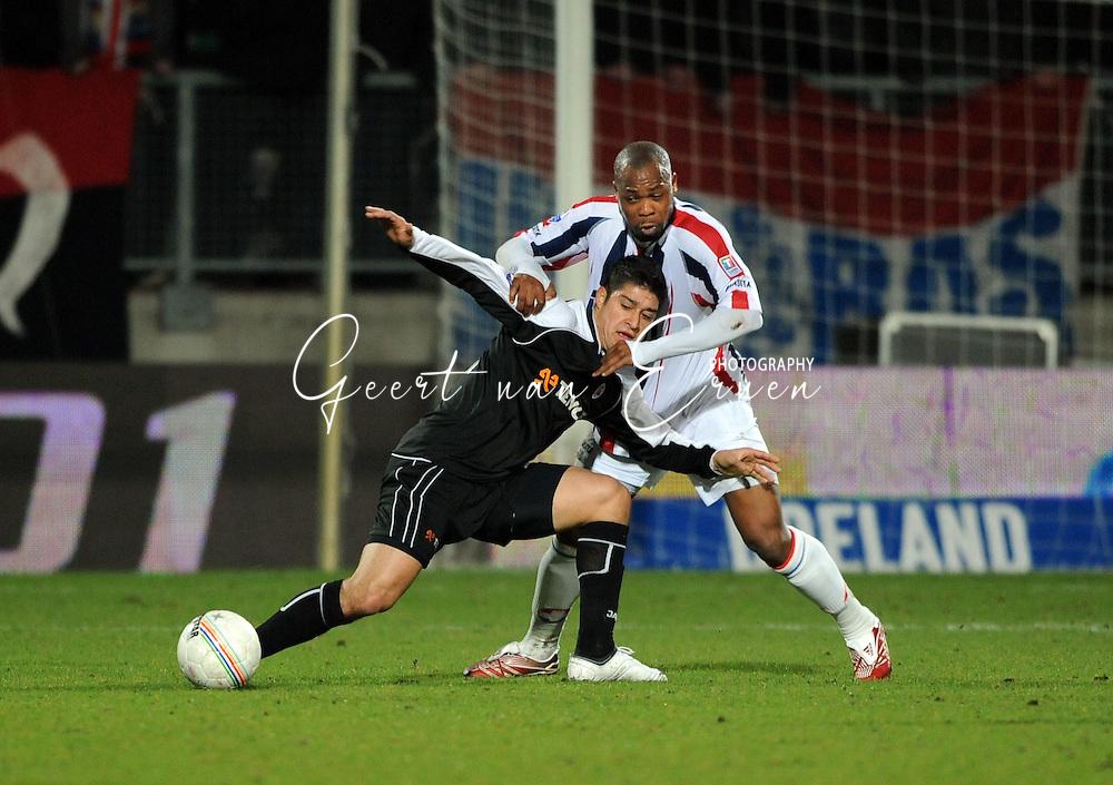 28-02-2009 Voetbal:Willem II:Heracles Almelo:Tilburg<br /> Ibrahim Kargbo in duel met Everton<br /> Foto: Geert van Erven