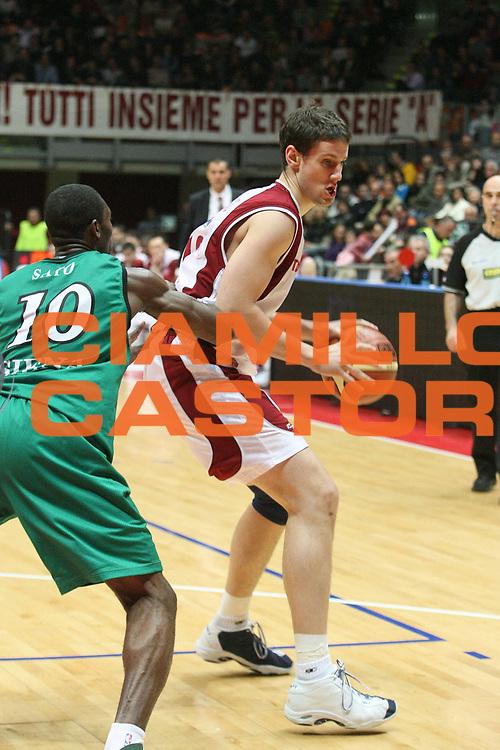 DESCRIZIONE : Livorno Lega A1 2006-07 TDShop.it Livorno Montepaschi Siena<br /> GIOCATORE : Kickert<br /> SQUADRA : TDShop.it Livorno<br /> EVENTO : Campionato Lega A1 2006-2007<br /> GARA : TDShop.it Livorno Montepaschi Siena<br /> DATA : 25/03/2007<br /> CATEGORIA : Palleggio<br /> SPORT : Pallacanestro<br /> AUTORE : Agenzia Ciamillo-Castoria/P. Mettini