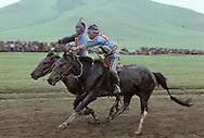 Mongolia. Kid's horse race; naadam of Oulan Bator /  arrivée des cavaliers Courses de Chevaux pour le Nadaam  à Oulan bator pendant la fête nationale du mois de Juillet