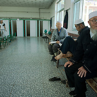 Chinese muslims  clean themselves in the showers of the  Dujia Tan Mosque before the daily pray  in northwest China's Ningxia Hui Autonomous Region, China, on Thursday, September. 11, 2008. The islam is the second biggest religion in China, where there are between 20 and 30 millions of muslims.