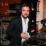 NLD/Amsterdam/20130408 - Uitreiking Mama of the Year award 2013, Gerard Ekdom achter zijn draaitafel