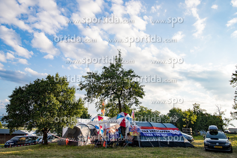 01.07.2016, Red Bull Ring, Spielberg, AUT, FIA, Formel 1, Grosser Preis von Österreich, Training, im Bild Fans am Campingplatz // Supporters on campsite during the Trainings for the Austrian Formula One Grand Prix at the Red Bull Ring in Spielberg, Austria on 2016/07/01. EXPA Pictures © 2016, PhotoCredit: EXPA/ Johann Groder