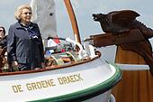Koningin Beatrix bij vlootschouw jubileum KWVL