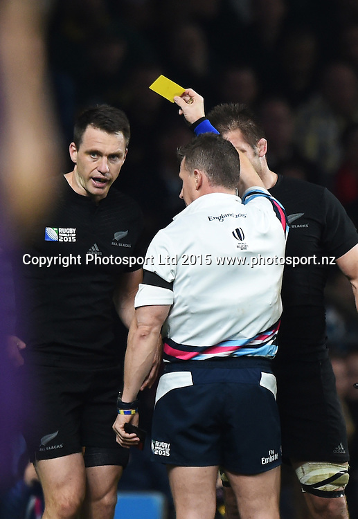 Ben Smith is yellow carded by referee Nigel Owens during the Rugby World Cup Final. New Zealand All Blacks v Australia Wallabies, Twickenham Stadium, London, England. Saturday 31 October 2015. Copyright Photo: Andrew Cornaga / www.Photosport.nz