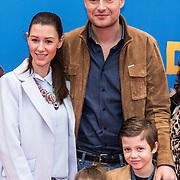 NLD/Amsterdam/20150208 - Filmpremiere  Paddington , Lange Frans met Danielle van Aalderen en kinderen Willen en Danie