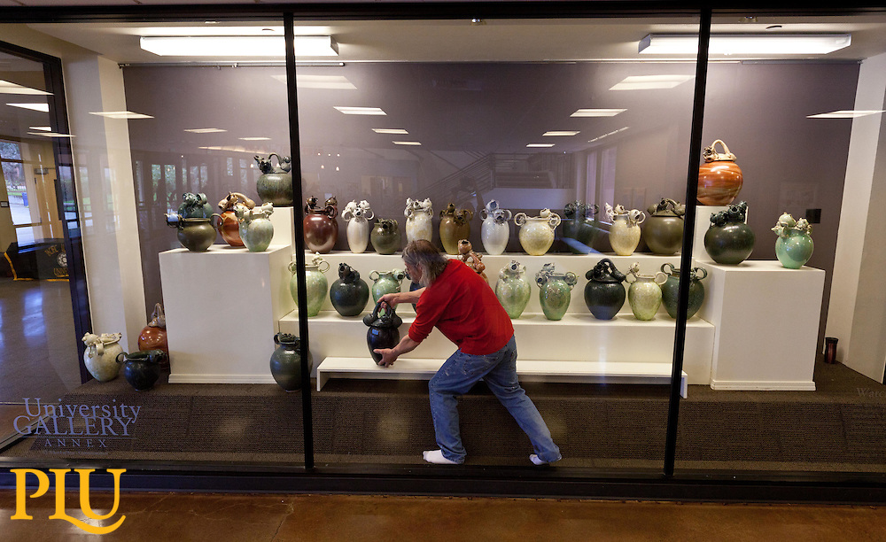 Steve Sobeck inside the gallery setting his frog sculptures. (Photo/John Froschauer)