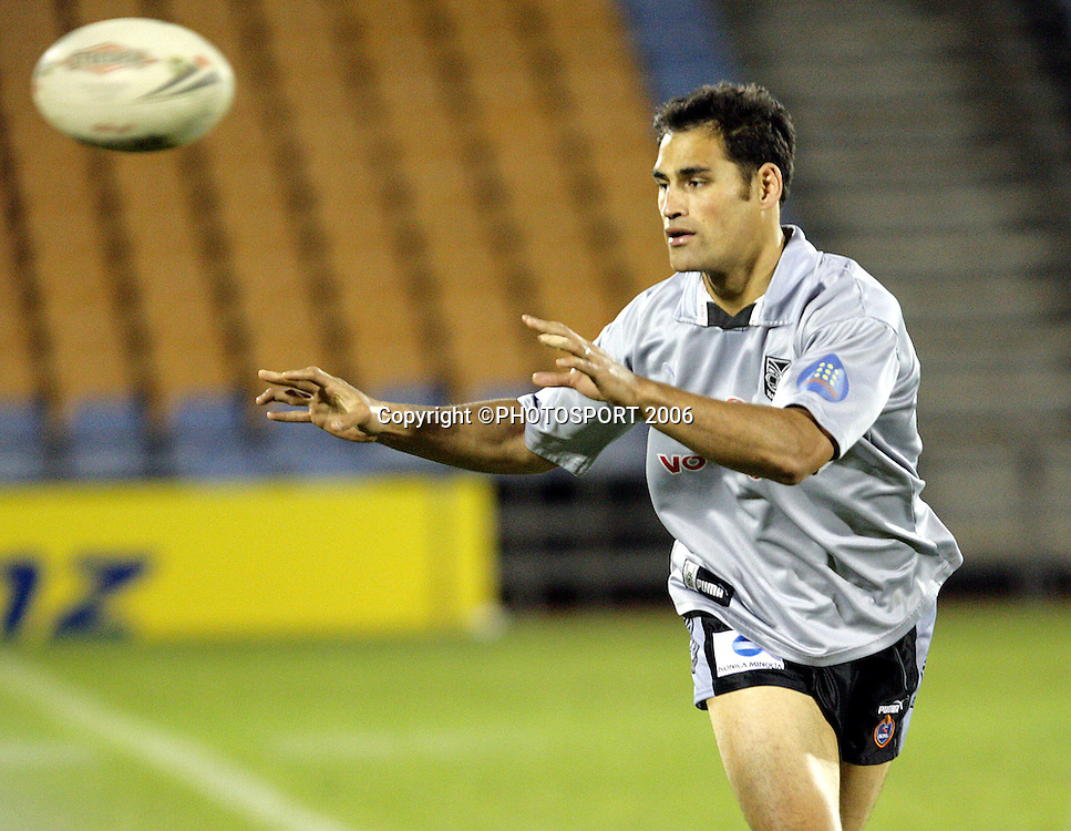 Former Kiwis second rower Matt Rua at the Warriors training session held at Ericsson Stadium, Auckland, New Zealand, on Wednesday 17 May, 2006. Photo: Andrew Cornaga/PHOTOSPORT<br />
