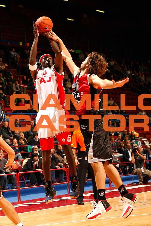 DESCRIZIONE : Milano Eurolega 2007-08 Armani Jeans Milano Lietuvos Rytas <br /> GIOCATORE : Ansu Sesay <br /> SQUADRA : Armani Jeans Milano <br /> EVENTO : Eurolega 2007-2008 <br /> GARA : Armani Jeans Milano Lietuvos Rytas <br /> DATA : 25/10/2007 <br /> CATEGORIA : Tiro <br /> SPORT : Pallacanestro <br /> AUTORE : Agenzia Ciamillo-Castoria/C.Scaccini <br /> Galleria : Eurolega 2007-2008 <br /> Fotonotizia : Bologna Eurolega 2007-08 Armani Jeans Milano Lietuvos Rytas <br /> Predefinita :