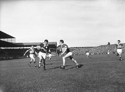 Neg No: .B190/2900-0299 & b191/3000-0312 & b192/3103-0326 & b190/3207-0330...27091959AISFCF.27.09.1959...All Ireland Senior Football Championship - Final...Kerry.03-07.Galway.01-04..Kerry. ..J. Culloty, J. O'Shea, N. Sheehy, T. Lyons, Sean Murphy, K. Coffey, M. O'Dwyer, M. O'Connell (Captain), Seamus Murphy, D. McAuliffe, T. Long, P. Sheehy, D. Geaney, John Dowling, T. Lyne.Subs: Jack Dowling for Lyons; Moss O'Connell for Mick O'Connell; G. McMahon for Geaney.M. O'Connell (Captain)