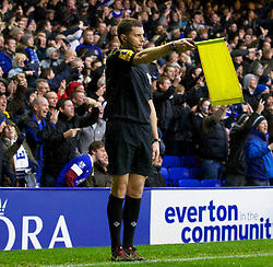 28.10.2012, Goodison Park, Liverpool, ENG, Premier League, FC Everton vs FC Liverpool, 9. Runde, im Bild Liverpool's injury-time goal is being disallowed by the linesman during the English Premier League 9th round match between Everton FC and Liverpool FC at the Goodison Park, Liverpool, Great Britain on 2012/10/28. EXPA Pictures © 2012, PhotoCredit: EXPA/ Propagandaphoto/ David Rawcliffe..***** ATTENTION - OUT OF ENG, GBR, UK *****