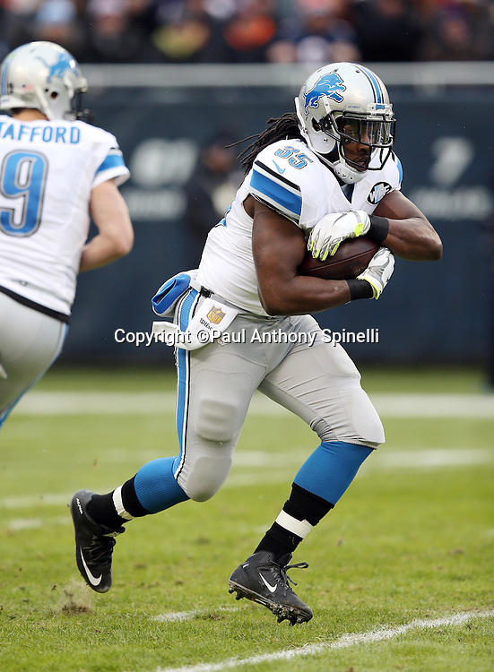 Detroit Lions running back Joique Bell (35) runs the ball in the second quarter during the NFL week 17 regular season football game against the Chicago Bears on Sunday, Jan. 3, 2016 in Chicago. The Lions won the game 24-20. (©Paul Anthony Spinelli)