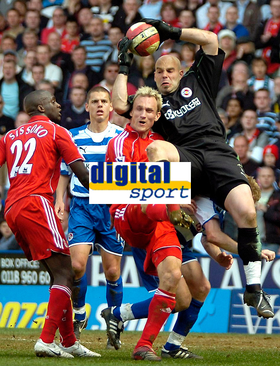 Photo: Ed Godden/Sportsbeat Images.<br />Reading v Liverpool. The Barclays Premiership. 07/04/2007. Liverpool's Sami Hypia collides with Reading keeper Marcus Hahnemann.
