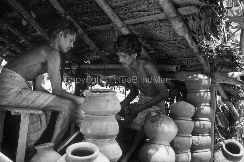 Sri Lanka. Potters at Kelaniya.