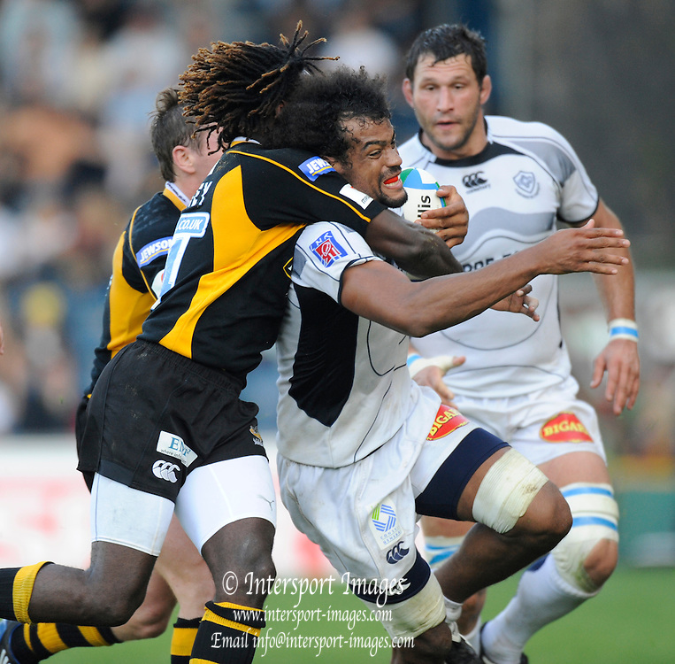 Wycombe, GREAT BRITAIN,  Wasps, Paul SACKEY, get to grips with Steve MALONGA,  during the Heineken Cup [Pool 1]  Rugby Match,  London Wasps vs Castres Olympique, played at Adams Park Stadium on Sun, 12.10.2008 [Photo, Peter Spurrier/Intersport-images]