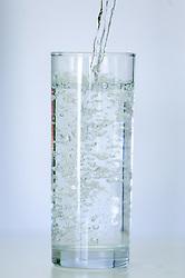 THEMENBILD - ein Glas Wasser wird befüllt, aufgenommen am 28. Dezember 2015 in Baumkirchen // a glas of water is filled, Baumkirchen, Austria on 2015/12/28. EXPA Pictures © 2015, PhotoCredit: EXPA/ Jakob Gruber