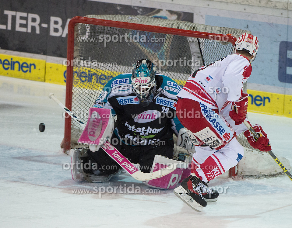 28.12.2015, Keine Sorgen Eisarena, Linz, AUT, EBEL, EHC Liwest Black Wings Linz vs EC KAC, 36. Runde, im Bild Michael Ouzas (EHC Liwest Black Wings Linz) klärt vor Oliver Setzinger (EC KAC) // during the Erste Bank Icehockey League 36th round match between EHC Liwest Black Wings Linz and EC KAC at the Keine Sorgen Icearena, Linz, Austria on 2015/12/28. EXPA Pictures © 2015, PhotoCredit: EXPA/ Reinhard Eisenbauer