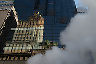 New York - steam pipe on fifth avenue.  The trump tower.  the crown building reflected on the mirror tower.  / cinquieme avenue. reflets du Crown building  sur le trump tower  New york - Etats unis