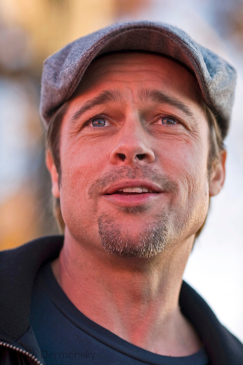 "Brad Pitt introduced his ""Making it Right"" low income housing project in the 9th Ward of New Orleans,on December 3, 2007 with a presentation of symbolic pink houses where ultimately environmentally friendly homes will be built ///Brad Pitt introducing his housing project development in New Orleans"