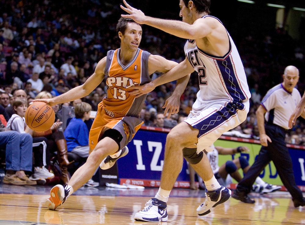 Steve Nash of the Phoenix Suns drives against Nenad Krstic of the New Jersey Nets at the Continental Airlines Arena on December 07, 2006<br />
