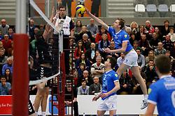 26-01-2013 VOLLEYBAL: EREDIVISIE TILBURG STV - ABIANT LYCURGUS : TILBURG <br /> Mart van Werkhoven, Abiant Lycurgus valt aan. <br /> &copy;2012-FotoHoogendoorn.nl / Pim Waslander