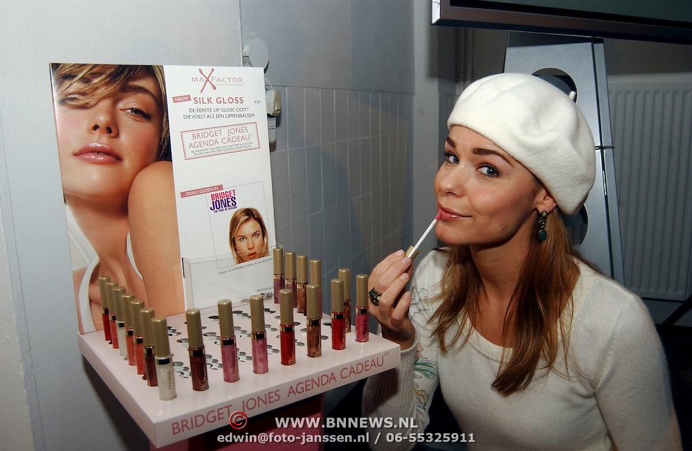 Bekendmaking winnaar Max Factor Sexy Lips 2004, winnares Froukje de Both