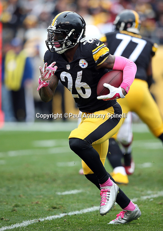 Pittsburgh Steelers running back Le'Veon Bell (26) runs for a first quarter gain of 8 yards during the 2015 NFL week 6 regular season football game against the Arizona Cardinals on Sunday, Oct. 18, 2015 in Pittsburgh. The Steelers won the game 25-13. (©Paul Anthony Spinelli)
