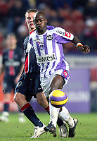 Fotball<br /> Frankrike<br /> Foto: Dppi/Digitalsport<br /> NORWAY ONLY<br /> <br /> FOOTBALL - FRENCH CHAMPIONSHIP 2006/2007 - LEAGUE 1 - PARIS SG v TOULOUSE FC - 17/01/2007 - ACHILLE EMANA (TOU) / CLEMENT CHANTOME (PSG)